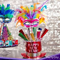 Use a top hat as a container for party horns! Click the pic for more toot-ally awesome New Years party ideas!