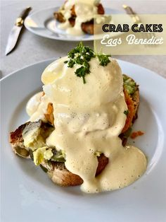 Crab Cakes Eggs Benedict (huevos benedictinos) – Tarthélémy Muffin, Sauce Hollandaise, Crab Cakes, Eggs, Breakfast, Food, Crab Meat, Poached Eggs, Dishes