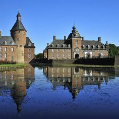 First mentioned in the 12th century, the moated castle of Anholt in the western part of Münsterland is one of the region's few privately owned castles.