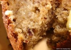 Moist Banana Bread Recipe – The Best Banana Bread Ever. SERIOUSLY, my boyfriend can't ever get enough of this!