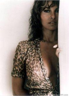 Raquel Welch - High quality image size 429x600 of raquel welch photo 86