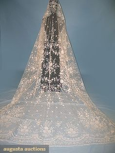 Lace And Tulle Wedding Veil Made Of Fine Cotton Net With Appliques Of handmade Brussels Bobbin Lace   c.19th Century