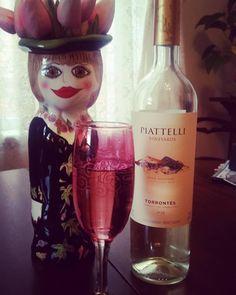 TGIF!  #tgif #drinkoftheweek #dotw #wine #argentinianwine #tulips #pink #interiordesign #interiors #interiordecor #interiordecoration #homestyling #homedecoraccessories #homedecor #champagneflutes #wineglasses #vases #simplyswankdecor