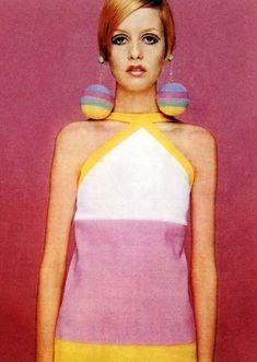 Twiggy~everyone was shocked at her string bean figure back then. Twiggy~everyone was shocked at he Twiggy Style, Style Année 60, Style Icons, Twiggy Model, 1960s Style, Sixties Fashion, Mod Fashion, Fashion Models, Vintage Fashion