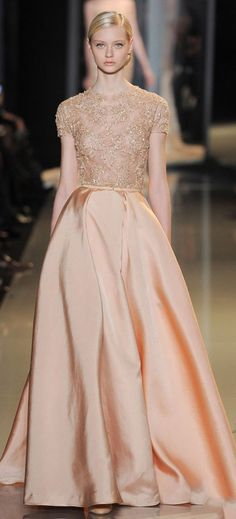 Paris Haute Couture: Elie Saab spring/summer 2013... this whole collection is GORGEOUS > Que cosa más hermosa éste traje! In love!! <3