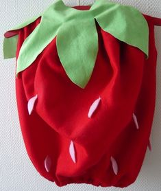 Extremely cute and Very easy DIY strawberry dressing up costume from Mamzellejeannette blog
