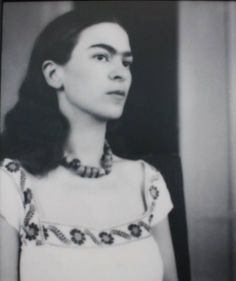 Frida with loose hair
