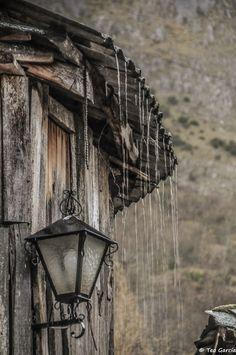 Viendo llover apaciblemente en el precioso pueblo de Peñalba de Santiago