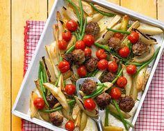Gemüse schnippeln, aufs Blech und ab in den Ofen - einfacher geht's wirklich nicht! Die Hackbällchen werden durch Oliven und getrocknete Tomaten besonders würzig. Foto: Thomas Neckermann
