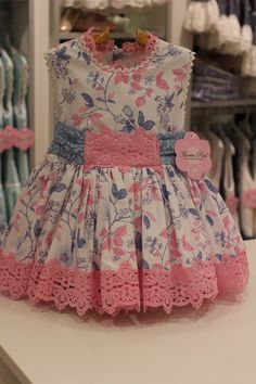 {Standard and custom made kid dress, offers the best answer. Girls Dresses Sewing, Frocks For Girls, Little Girl Dresses, Baby Frocks Designs, Kids Frocks Design, Baby Girl Dress Design, Kids Blouse Designs, African Dresses For Kids, Frock Patterns