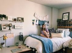 This kind of dorm looks absolutely terrific, have to bear this in mind the very next time I have a bit of bucks in the bank. College Dorm Rooms, Dorm Room Desk, Dorm Room Storage, College Apartments, Desk Storage, Dorm Room Designs, Cute Dorm Rooms, Dream Rooms, My New Room