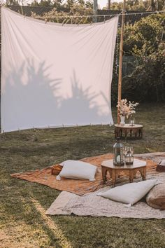 DIY Backyard Movie Night with Spell & The Gypsy Collective and - Modern Design Backyard Movie Nights, Outdoor Movie Nights, Outside Movie, Backyard Camping, Nice Backyard, Outdoor Cinema, Movie Theater, Outdoor Activities, Outdoors