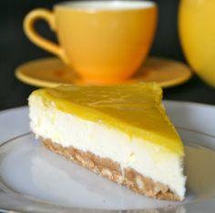 Cheesecake citron philadelphia   Recette en français   Variante perso: J'ai utilisé une barquette de 300g de philadelphia (pas 700..) pas de crème, 2c soupe de fromage blanc et j'ai battu les 3 œufs en neige pour équilibrer, proportions conservées par ailleurs....