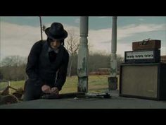 Jack White makes a guitar - It Might Get Loud