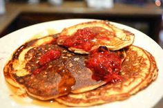 I think these would be FP without the topping. They're really cinnamon-y and might be good with cream cheese. The BEST Low-Carb Protein Pancakes EVER Best Keto Pancakes, Low Carb Pancakes, Pancakes Easy, Protein Pancakes, Low Carb Bread, Low Carb Breakfast, Protein Foods, Breakfast Recipes, Pancake Muffins