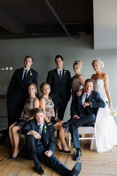 BRIDAL PARTY PORTRAIT, like this much better than the typical V shot