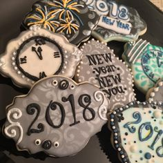 Who's ready for another auld Lang Syne? Counting down to new year's eve New Years Eve 2018, New Years Eve Party, New Year's Cupcakes, New Years Cookies, Iced Sugar Cookies, Cookie Company, Vintage Cookies, Custom Cookies, Cookie Designs
