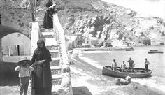 Port of Athinios, Santorini (c. Santorini Sunset, Santorini Island, Santorini Greece, Greece Pictures, Old Pictures, Old Photos, Vintage Pictures, Greece History, Old Greek