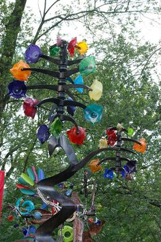yard art: summerfair by CincyScenes Outdoor Crafts, Outdoor Art, Outdoor Ideas, Glass Garden Art, Glass Art, Garden Totems, Metal Yard Art, Metal Art, Wind Sculptures