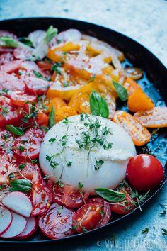 Salade caprese met burrata - Little Spoon Good Healthy Recipes, Lunch Recipes, Summer Recipes, Healthy Food, Tapas, I Love Food, Good Food, Yummy Food, Salade Caprese