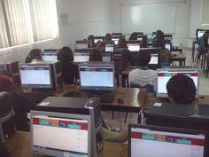 Estudiantes responden el TICómetro.