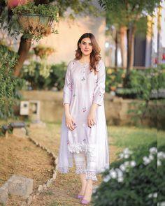 Pakistani Party Wear Dresses, Pakistani Dress Design, Pakistani Outfits, Stylish Dresses, Simple Dresses, Casual Dresses, Frock Fashion, Women's Fashion Dresses, Girl Fashion