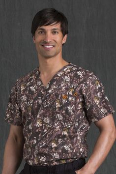 8460 Men's Tuck In Top - Peaches Uniforms Cotton Spandex Classic V-neck tuck in top Chest pocket with badge holder. Med Couture Scrubs, Camouflage, Stretches, Contrast, Men Casual, V Neck, Duck Dynasty, Cotton, Mens Tops