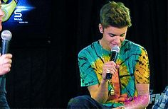 @Justin Bieber ✓ you are amazing and I love you so much you are awesome and I will never stop being a belieber :)