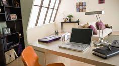 Cómo hacer una oficina en casa House Colors, Office Desk, Furniture, Design, Home Decor, Decoration, Colorful Houses, Table Desk, Home Office