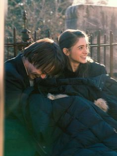 Forgot your monster-hunting parka? - Charlie Heaton (Jonathan Byers) and Natalia Dyer (Nancy Wheeler) from Stranger Things Stranger Things Aesthetic, Stranger Things Season, Stranger Things Netflix, Jonathan And Nancy, Jonathan Byers, I Love Cinema, Film Serie, Movies Showing, Cute Couples