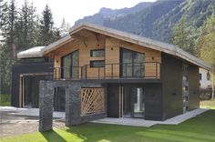Launch of our new flagship chalet Chalet Dalmore. www.chaletcragganmore.com Landscape Architecture Design, Amazing Architecture, Small House Design, Modern House Design, Big Bear Cabin, Chamonix, Luxury Villa Rentals, Log Cabin Homes, Industrial House