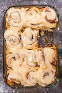 The best homemade cinnamon rolls ever! If you love gooey cinnamon buns, here's the secret ingredient. Everyone raves about these homemade yeast rolls. The best homemade cinnamon Best Cinnamon Roll Recipe, Cinnabon Cinnamon Rolls, Cinnamon Roll Dough, Best Cinnamon Rolls, Simple Cinnamon Bun Recipe, Cinnamon Rolls Without Yeast, Homemade Yeast Rolls, Homemade Cinnamon Rolls, Cheese