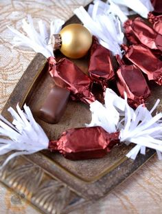 Meggyzselés szaloncukor recept - Kifőztük, online gasztromagazin Christmas Candy, Christmas Cookies, Christmas Holidays, Xmas, Hungarian Desserts, Hungarian Recipes, Homemade Chocolate, Chocolate Recipes, Advent