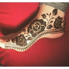 Another great work by @hennaesthetic . . . . Follow for more #henna#mehendi#whitehenna#naturalhenna#hennasharing#hennapics#hennalove#7enna#girlyhenna#fashion#tattoo#hennatattoo#inspo#bridalhenna#hennaartist#mehndi#art#beauty#boho#makeup#nails#hennaart#hennadesign#hudabeauty#monakattan#blog