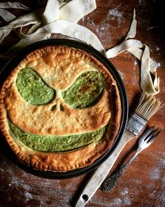 The Ultimate Spinach Pie. Sheep cheese spinach pine nuts and sun-dried tomatoes - the best combination to boost yourenergy health and happiness. Halloween Fingerfood, Halloween Appetizers, Appetizers For Party, Party Snacks, Party Games, Party Fun, Party Drinks, Perfect Party, Party Favors