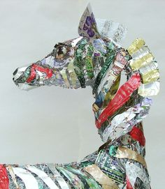 Huntley left profile. Huntley the Zebra - Steel wire, wire netting, recycled biscuit tins. 2009 - Barbara Franc