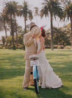wedding photography poses | Here are some of the photos poses that I love.