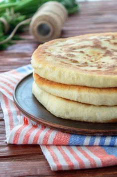 Пышные лепешки с творогом и зеленью: your_food_today My Recipes, Cooking Recipes, Bread Dough Recipe, Twisted Recipes, Good Food, Yummy Food, Russian Recipes, Food Dishes, Food Porn