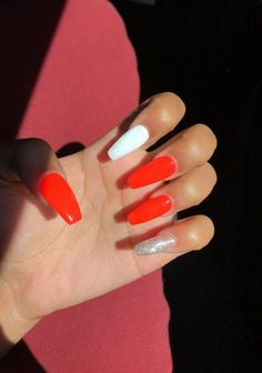 There are three kinds of fake nails which all come from the family of plastics. Acrylic nails are a liquid and powder mix. They are mixed in front of you and then they are brushed onto your nails and shaped. These nails are air dried. Red Acrylic Nails, Simple Acrylic Nails, Summer Acrylic Nails, Gel Nails, Toenails, Coffin Nails, Ballerina Nails, Fire Nails, Nagel Gel
