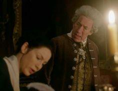 """The Duke of Sandringham (Simon Callow) and Claire Fraser (Caitriona Balfe) in Episode 211 """"Vengeance is Mine"""" of Outlander Season Two on Starz"""