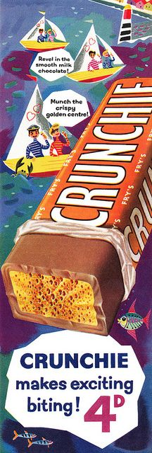 Revel in the smooth milk chocolate, munch on the crispy golden centre. chocolate bar vintage ad -- Crunchie Bars are my FAVORITE. Retro Candy, Vintage Candy, Retro Vintage, Vintage Style, Vintage Sweets, Retro Sweets, Vintage Food, 70s Sweets, Retro Recipes
