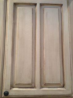 glazed cabinets Antique Glazed Cabinets, Glazed Kitchen Cabinets, Antique Kitchen Cabinets, Painting Kitchen Cabinets, Diy Kitchen, Kitchen Decor, Kitchen Stuff, Kitchen Ideas, Painted Furniture