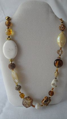 Gold Jewelry In Italy Diy Jewelry Necklace, Gold Necklace Simple, Fashion Necklace, Jewelry Gifts, Beaded Jewelry, Fashion Jewelry, Gold Jewelry, Beaded Necklaces, Handmade Jewelry