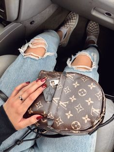 2020 LV Trends for Women Style, New Louis Vuitton Handbags Collection Mochila Louis Vuitton, New Louis Vuitton Handbags, Handbags Michael Kors, Louis Vuitton Speedy Bag, Purses And Handbags, Louis Vuitton Monogram, Louis Vuitton Backpack, Mini Handbags, Luxury Purses