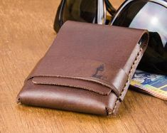 The 'Original' Minimum:Wallet. The ultimate slim wallet for people who don't like bulging pockets and hate carrying a wallet Slim Leather Wallet, Slim Wallet, Tan Leather, Monogram Shop, Minimalist Wallet, Byron Bay, Vegetable Tanned Leather, Gifts For Him, Card Holder