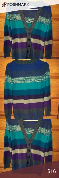 Old Navy sweater Super pretty old navy sweater/cardigan. Has been worn but still in very good condition! Old Navy Sweaters
