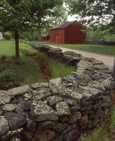 New England drystack stone wall - just put a small white picket fence on this, and it would be my idea of perfect Dry Stone, Brick And Stone, Stone Walls, Stone Masonry, Stone Work, Stone Fence, White Picket Fence, Rock Wall, Good Neighbor