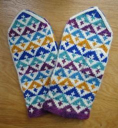 Mitten pattern by Anna Zilboorg Knitted Mittens Pattern, Fingerless Gloves Knitted, Knit Mittens, Mitten Gloves, Knitting Socks, Knitted Hats, Fair Isle Knitting, Textile Art, Free Pattern