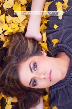 fall,senior,sessions,photography,girls,posing