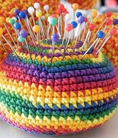 crocheted rainbow pincushion (pattern in Dutch)